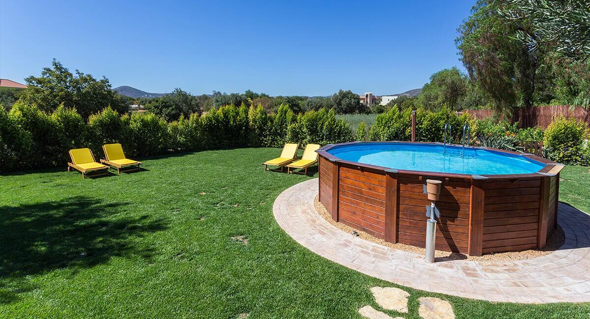piscine hors-sol bois avec une superbe vue