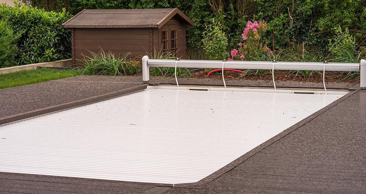 volet recouvrant une piscine