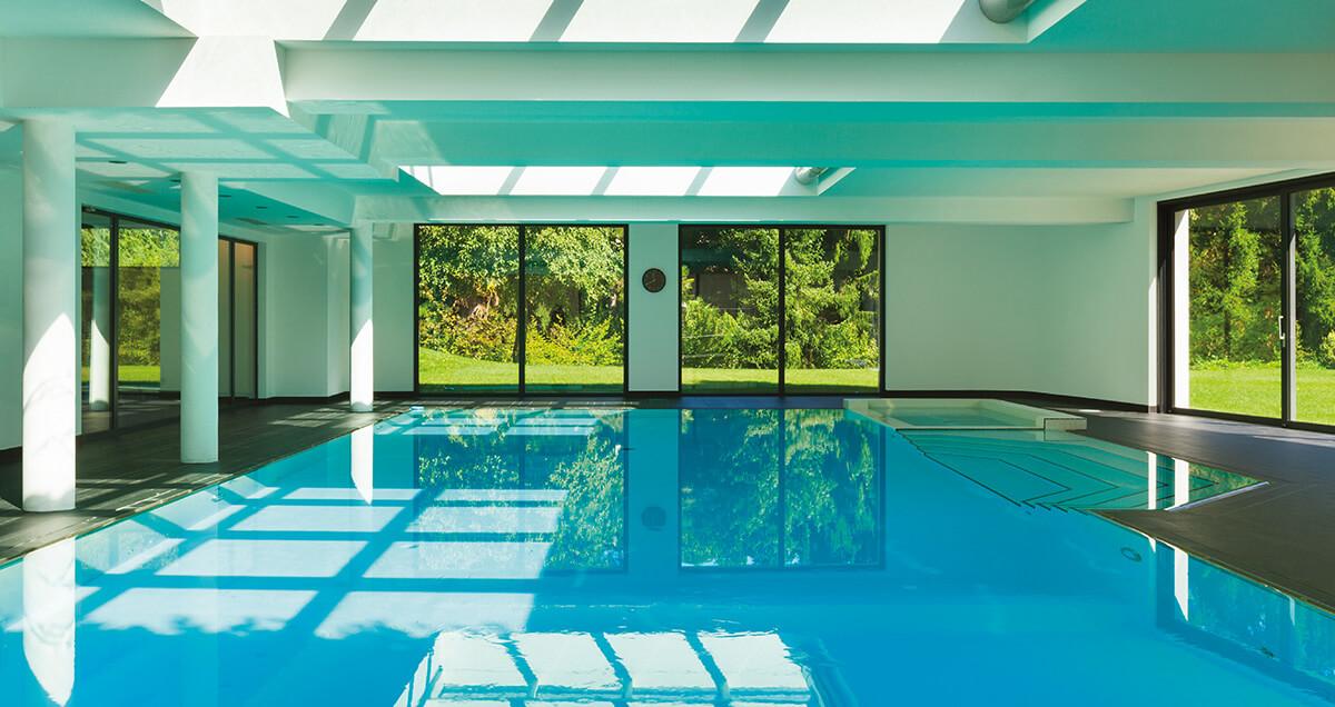 splendide piscine enterrée en intérieur