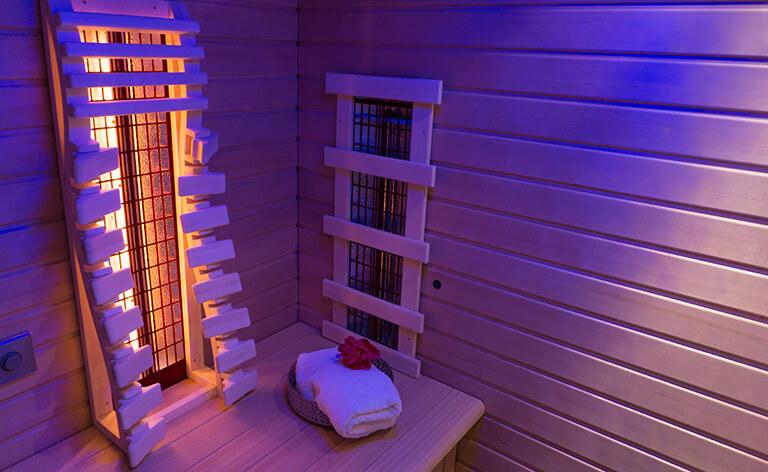 sauna infrarouge sous lumière bleu