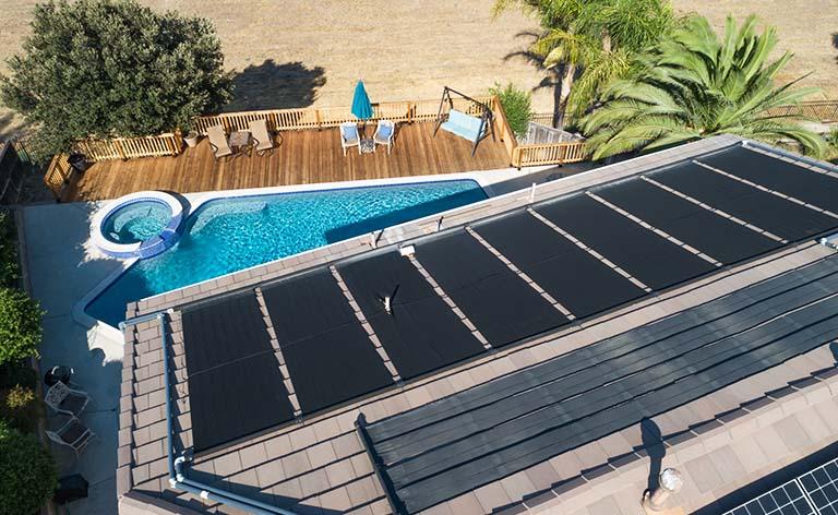 panneaux solaires pour chauffer sa piscine